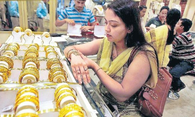 Beware of gold savings schemes - Sakshi