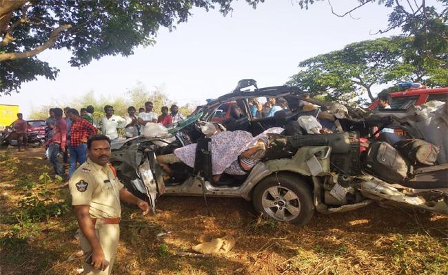 Army Employee Daughters Died in Car Accident - Sakshi