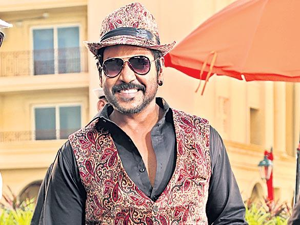 Raghava Lawrence uses 1400 dancers for a song - Sakshi