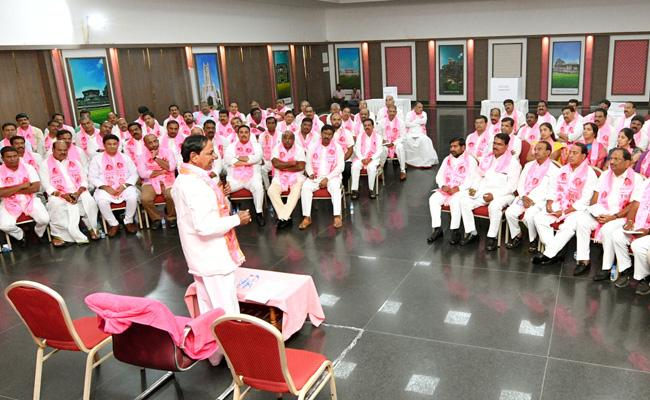 KCR Directions To Leaders To MPTC ZPTC Elections - Sakshi