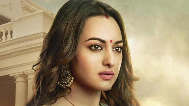 Sonakshi Sinha Says My Family And Friends Never Treat Me Like A Star - Sakshi