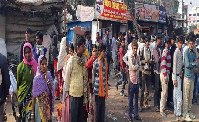 Huge Unemployment in Uttar Pradesh Effect Poll - Sakshi
