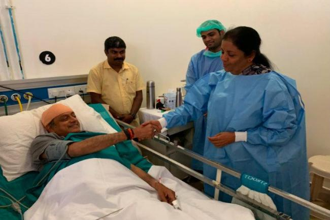 Nirmala Sitharaman Visits Tharoor in Hospital, He Says Civility a Rare Virtue in Politics - Sakshi
