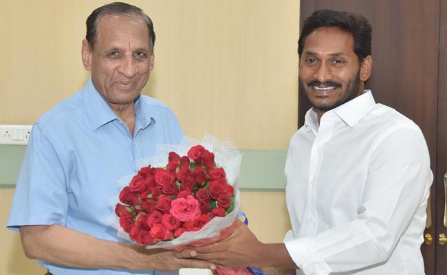YS Jagan Mohan Reddy Meets Governor Narasimhan - Sakshi
