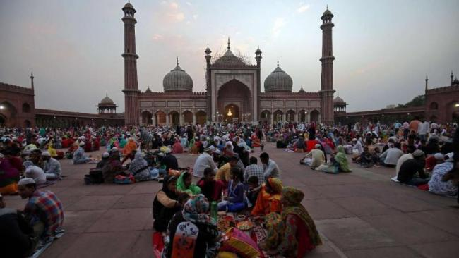Supreme Court Issues Notice To Centre On Plea Seeking Entry Of Muslim Women Into Mosques - Sakshi