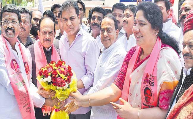 Newly Elected Telangana MLCs Swearing In Ceremony - Sakshi