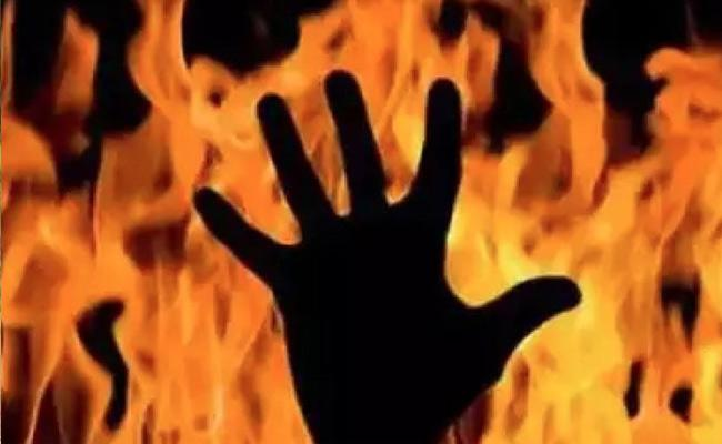 She is Fair and He Is Dark So Bareilly Wife Sets Husband on Fire - Sakshi