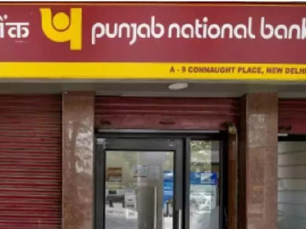 61 PNB Account Holders lose Rs 15 lakh in Fake Transactions - Sakshi