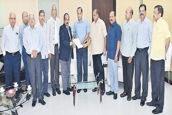 Former IAS Officers Meeting with governor Narasimhan - Sakshi
