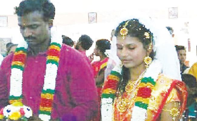 Couple Commits Suicide in Tamil nadu - Sakshi