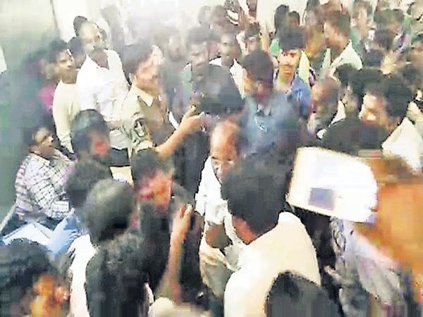 Kodela Siva Prasada Rao Enter Into Polling Booth Video Came Out - Sakshi