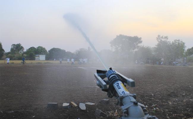 TDP Government Delayed Rain Guns Kurnool - Sakshi