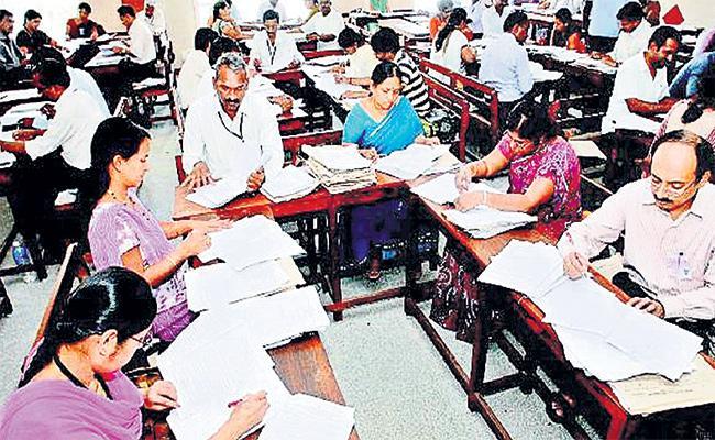 Education Department Notice to 163 Teachers in Rangareddy - Sakshi