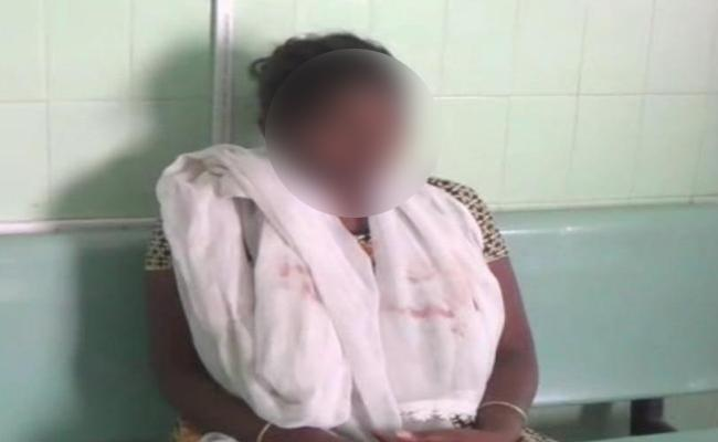 Vizianagaram Man Tries To Kill Degree Student With Dupatta - Sakshi