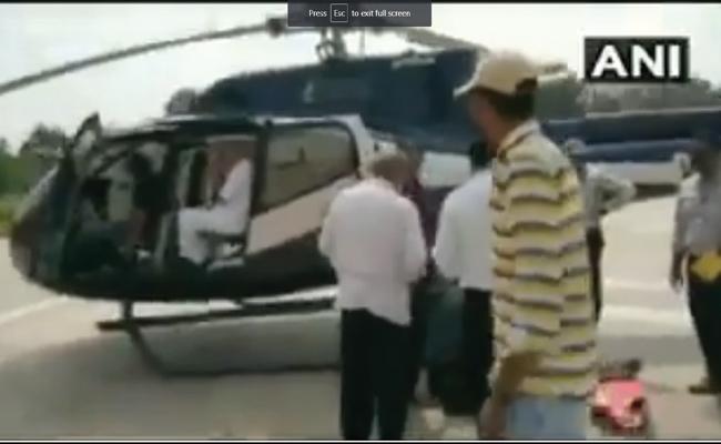 EC's Flying Squad Inspects Karnataka CM Kumaraswamys Chopper At Shivamogga Helipad - Sakshi