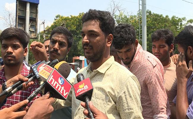 Telangana SI And Constable Candidates Demand To Remove Chip System For Events - Sakshi