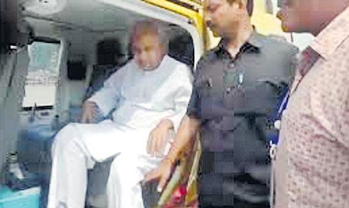 Naveen Patnaik chopper checked by Election Commission's flying squad - Sakshi