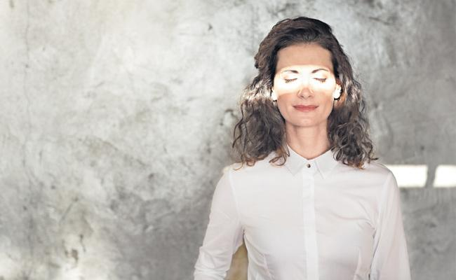Side effects on the eye with the intensity of light - Sakshi