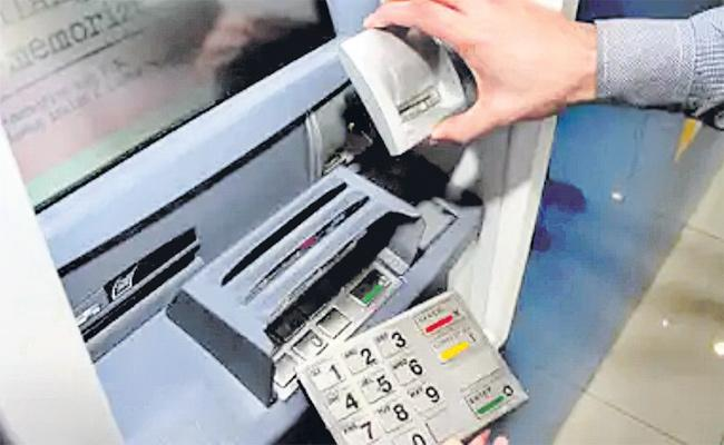 Debit Cards Skimming Gang in Hyderabad - Sakshi