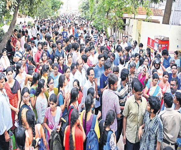 DSC candidates must to be wait - Sakshi