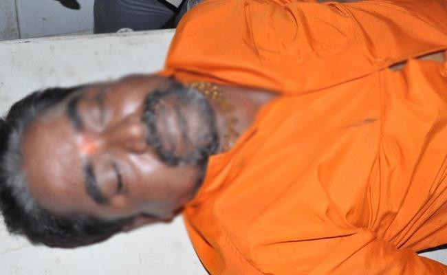 Handloom Worker Dies Of Electric Shock In Karimnagar - Sakshi