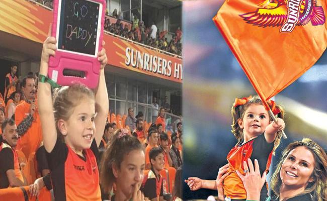 David Warner Daughter Support Her Dad in Hyderabad Match - Sakshi