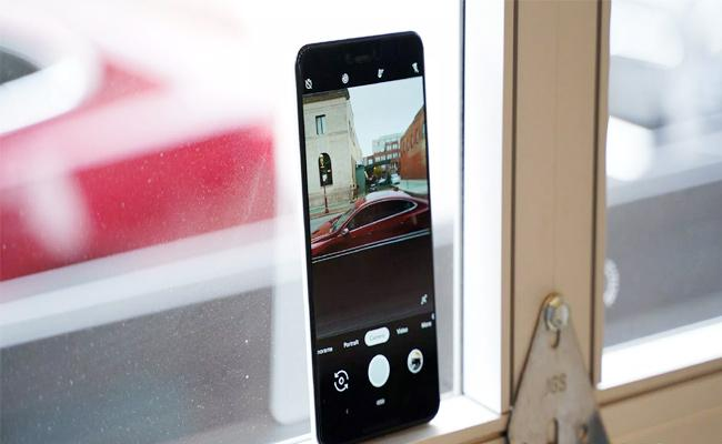 This smartphone Camera will Click Selfies Automatically  - Sakshi