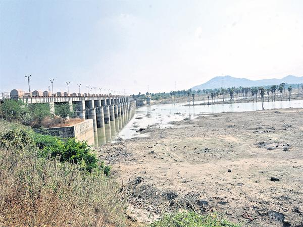 Reservoirs are empty all over the state - Sakshi