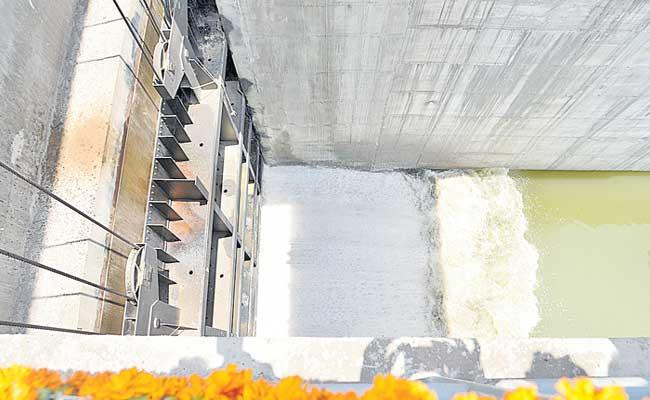 Releases Water From Yellampalli Project To Kaleshwaram Canals - Sakshi