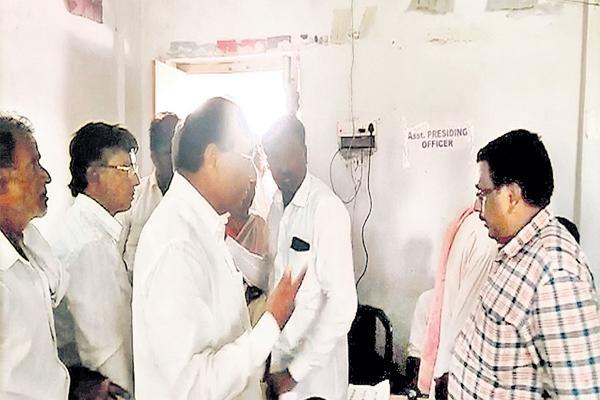Chandrababu Moves to Mislead the Case of Kodela - Sakshi