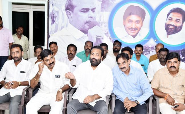 Kotamreddy Sridhar Reddy Slams Somireddy Chandramohan Reddy - Sakshi