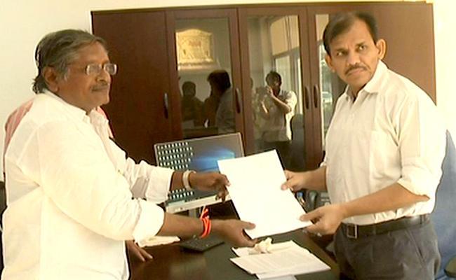 Deputy Collector Association Members And Farmers Of Nuziveedu Met AP CEO Gopal Krishna Dwivedi In Amaravati - Sakshi