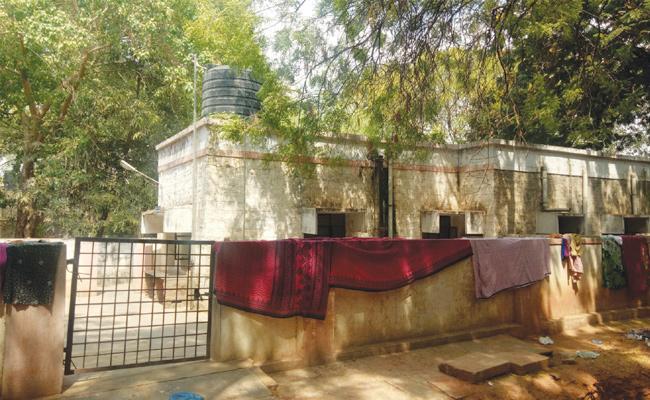 Sarvajana Hospital Staff Fake Reports on Healthy Prison - Sakshi