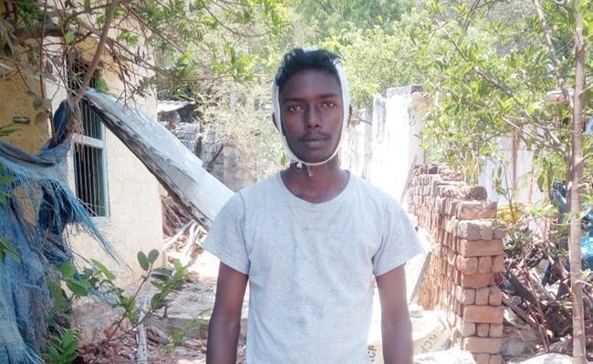 SI Attack on Young man in Guntur - Sakshi