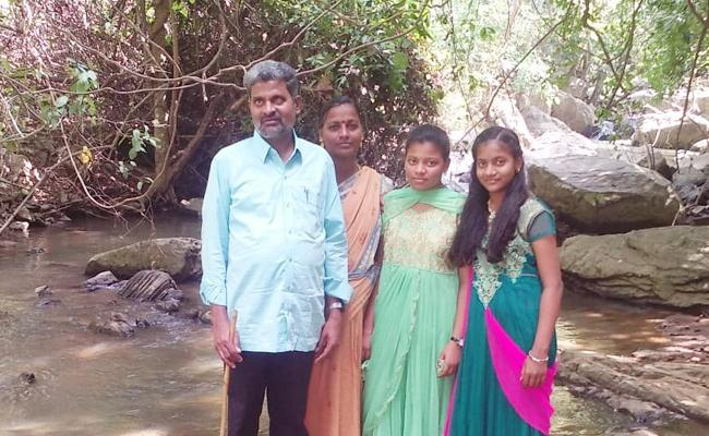 Blind Teacher Wife Died With Heart Stroke Srikakulam - Sakshi