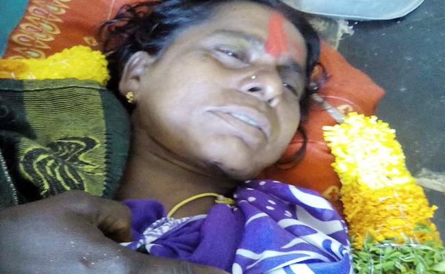 Married Women Suspicious Death in Prakasam - Sakshi