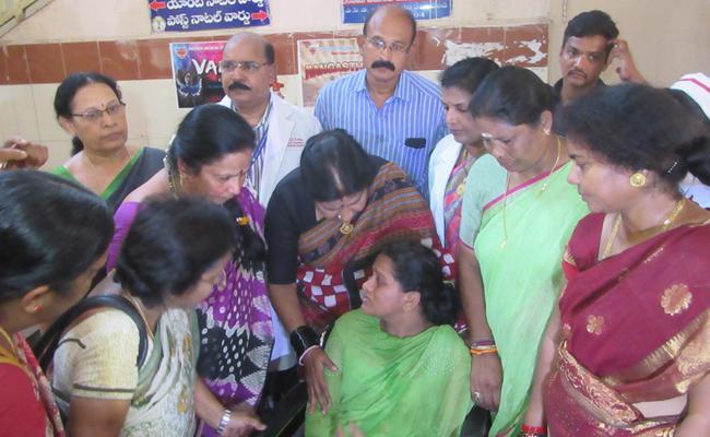 Nannapaneni Rajakumari Promised To help Dowry Victim - Sakshi