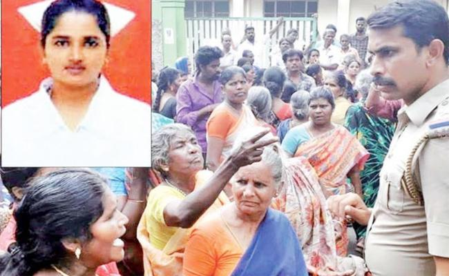 Pregnant Women Died With Doctors Negligence - Sakshi