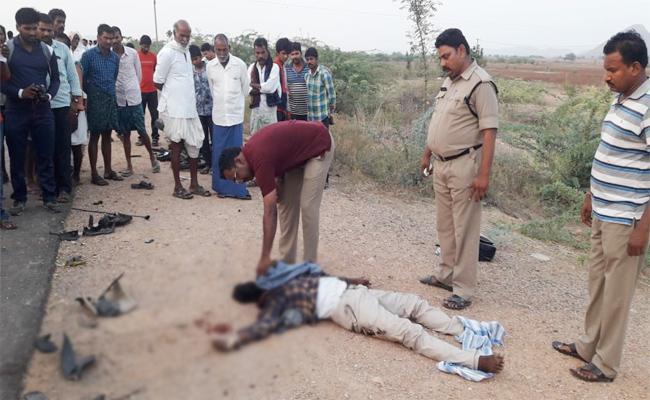 Two men Died in Auto Accident Prakasam - Sakshi