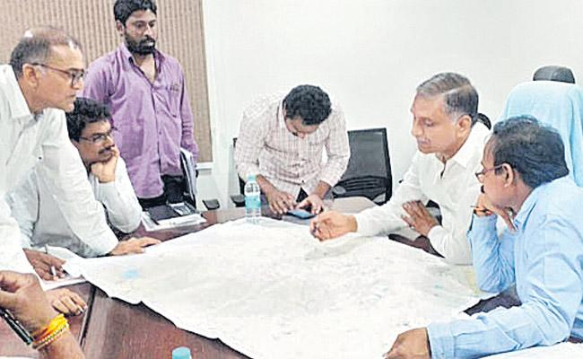 Harish Rao reviewed with irrigation department officials - Sakshi