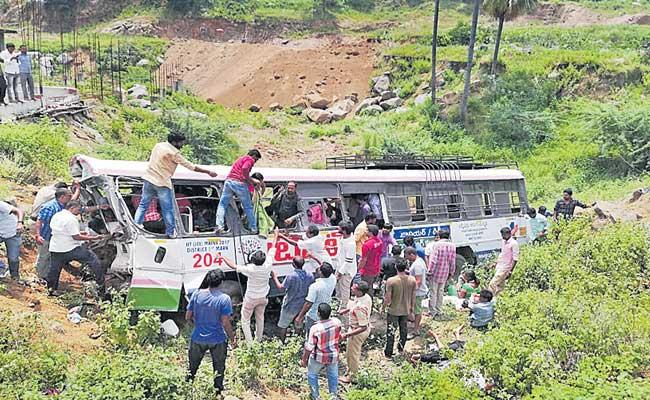 TSRTC Busses Frightens Travellers By Road Accidents - Sakshi