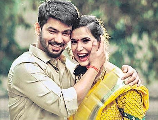 Mahat Raghavendra gets engaged to girlfriend Prachi Mishra - Sakshi