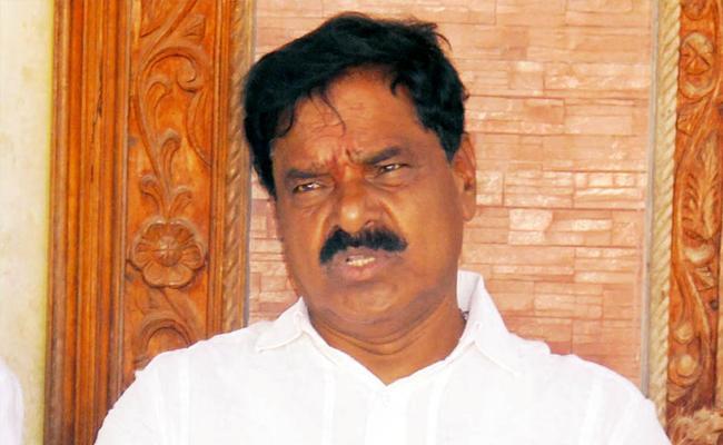 ysrcp mla narayanaswamy calls on party leaders in hospital - Sakshi