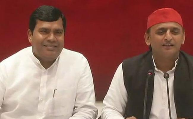 BJP MP from Machhlishahr Ram Charitra Nishad Quits And Join In SP - Sakshi