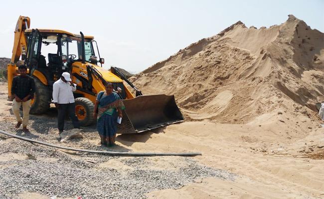 Sand mafia in Krishna - Sakshi