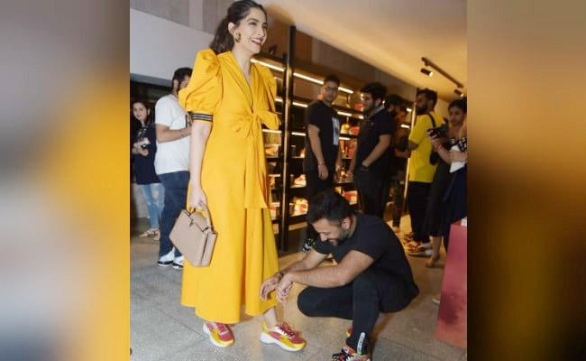 Anand Ahuja Bends To Tie Wife Sonam Kapoor Shoelaces - Sakshi