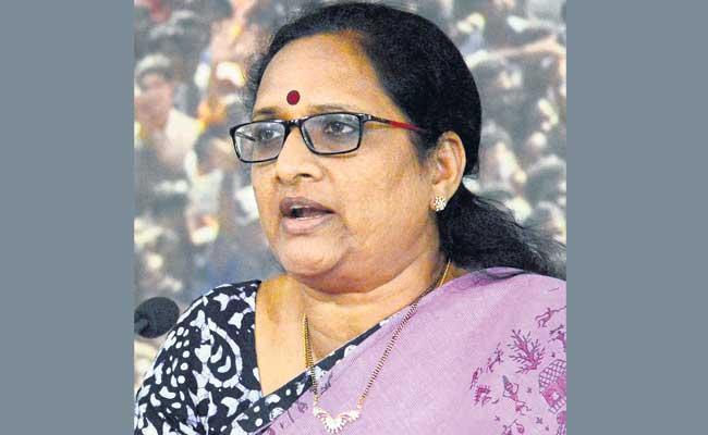 YSRCP Leader Vasireddy Padma Demands Probe In Gold Seized In Tamilnadu - Sakshi