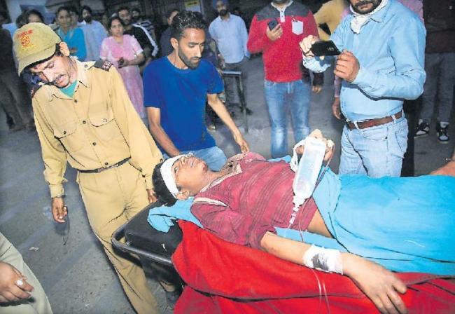 4 terrorists killed in Pulwama encounter - Sakshi