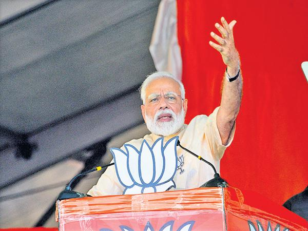 Narendra Modi Fires On Chandrababu In Election Campaign - Sakshi