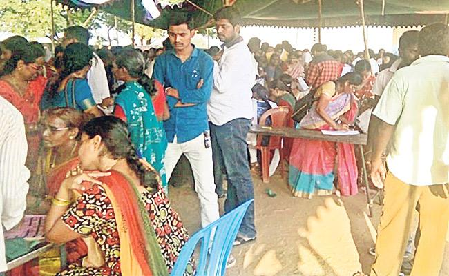 TDP Leaders Money Distributed To Asha Anganwadi Workers In Krishna - Sakshi